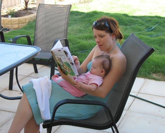 [Amaya+and+Cath+reading.jpg]