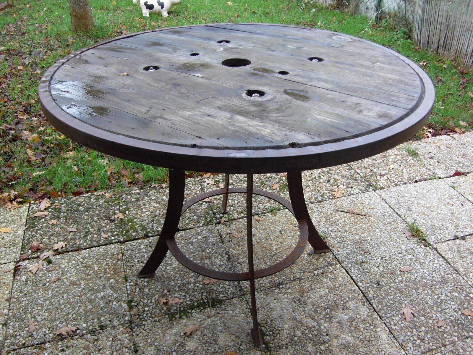 Table De Jardin Avec Un Touret   Table En Mosaique Réalisée Sur Un ...