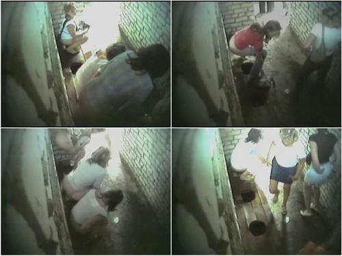 Скрытая камера в женском туалете видео пляж выгребная яма #8