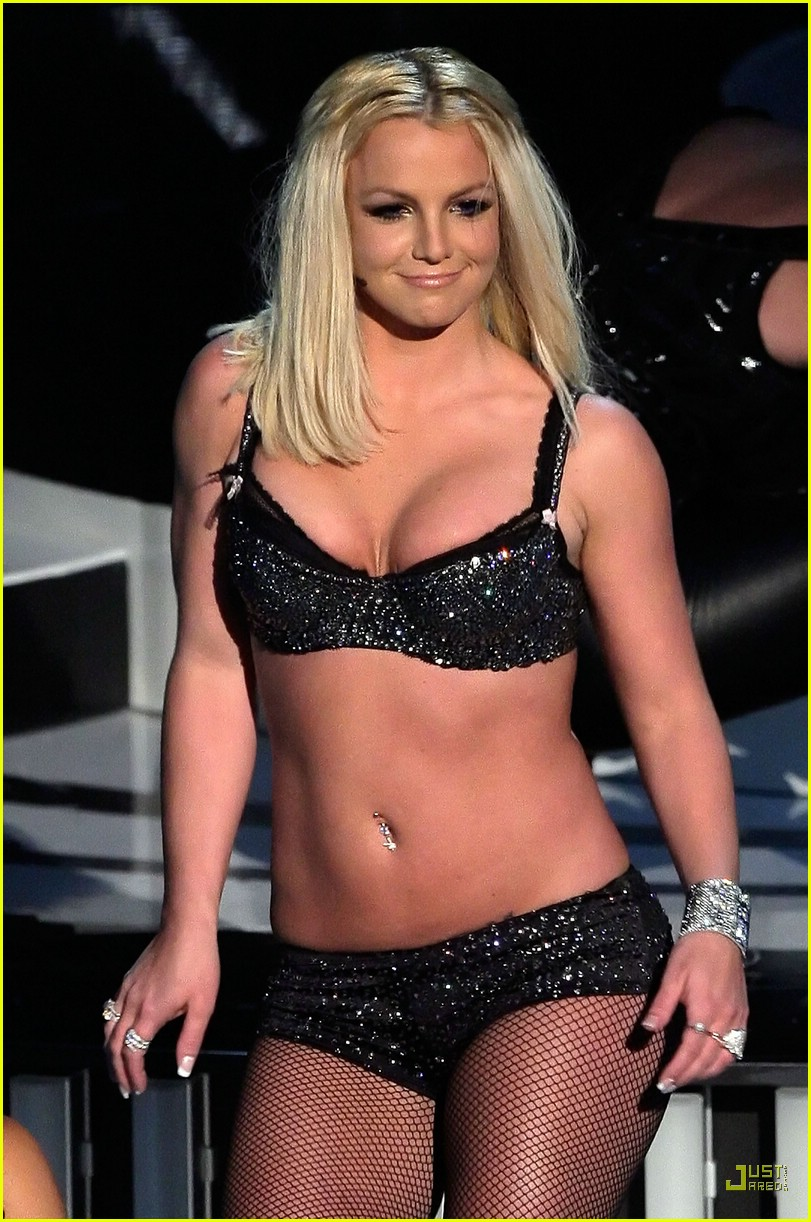 [britney-spears-vmas-performance-2007-51.jpg]