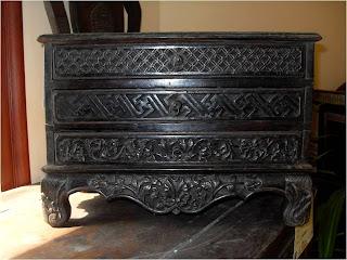 Koleksi mebel kuno