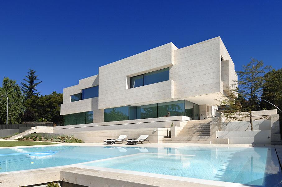 Vivienda unifamiliar en las rozas casa minimalista for Imagenes de arquitectura minimalista