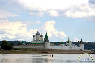 Рыбаки в Макарьеве у Макарьевского монастыря