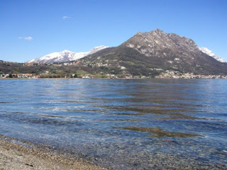 Una splendida giornata di sole a inizio primavera sul lago di Garlate