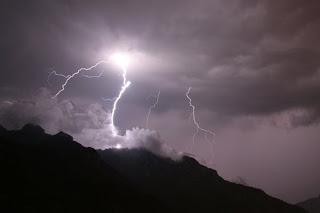 fulmini sopra il monte Moregallo - FOTO DI RICCARDO AGRETTI