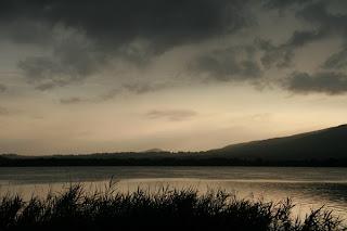 temporale in arrivo sul lago di Annone - FOTO DI RICCARDO AGRETTI