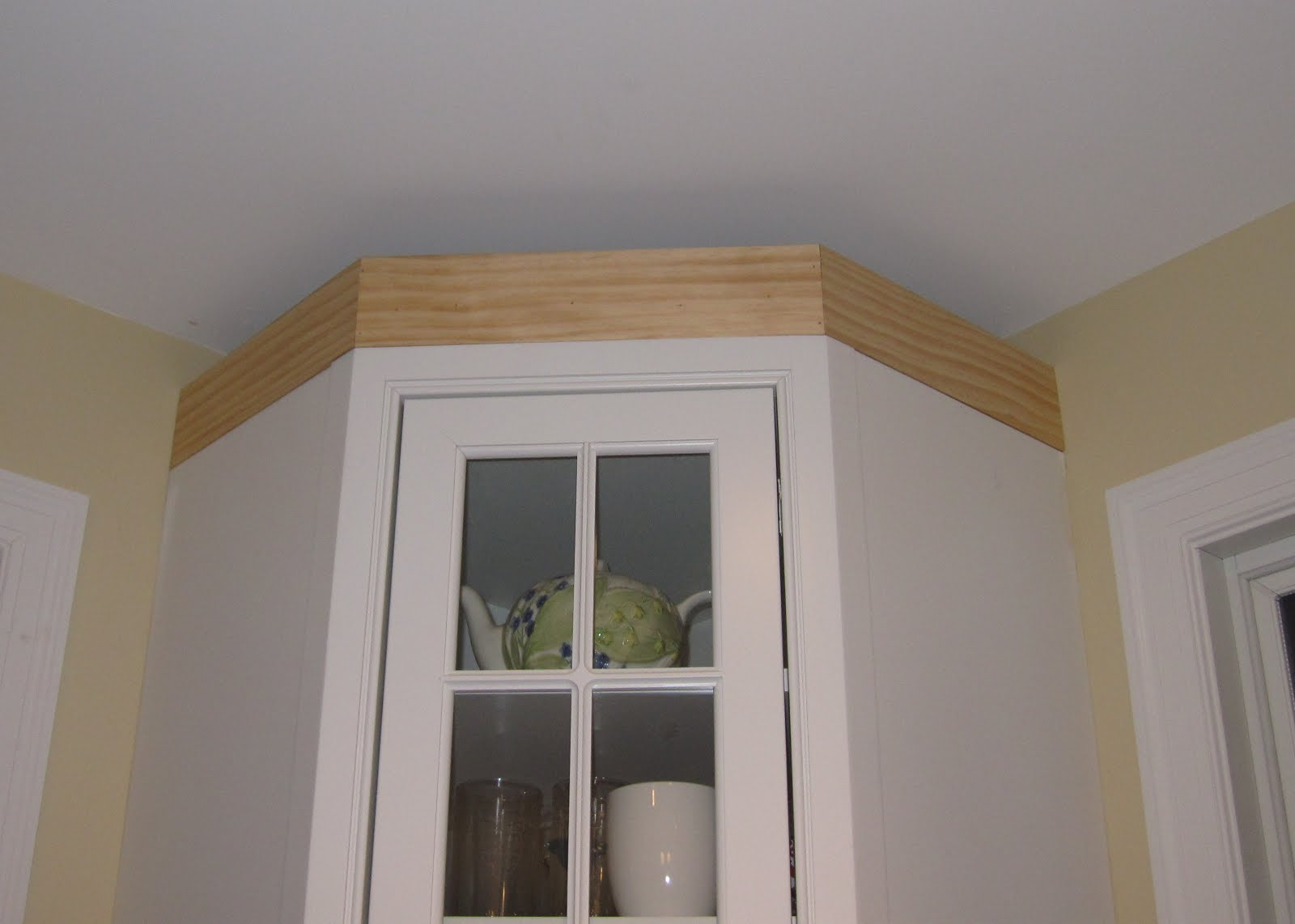 Remodelaholic | Adding Crown Molding in our Kitchen and Family Room