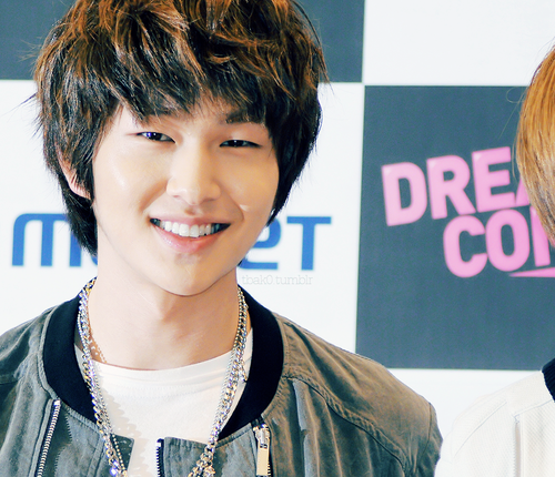 MASTERMIND: Leader Onew SHINee Facts