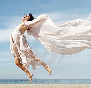 [happy-woman-on-the-beach-thumb367947.jpg]