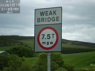 Photo of road sign: Weak Bridge