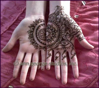 bold henna pattern for palms of hands