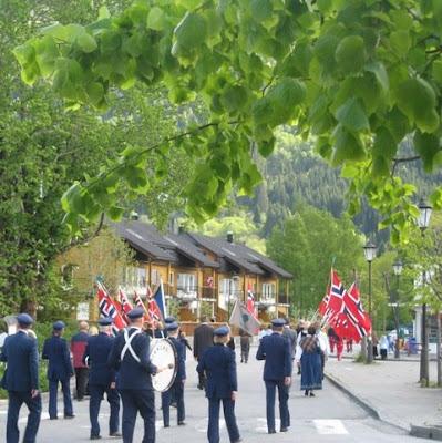 854b6236 Nokre stemningsbilder frå Nordfjordeid sentrum i dag ettermiddag.