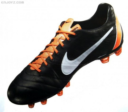 the latest 4e330 28242 football boots: Nike Tiempo IV Preview