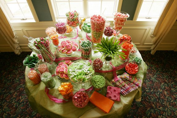 Trends In Wedding Day Buffets That You Need On Your Big Day: Header: Candy Buffets