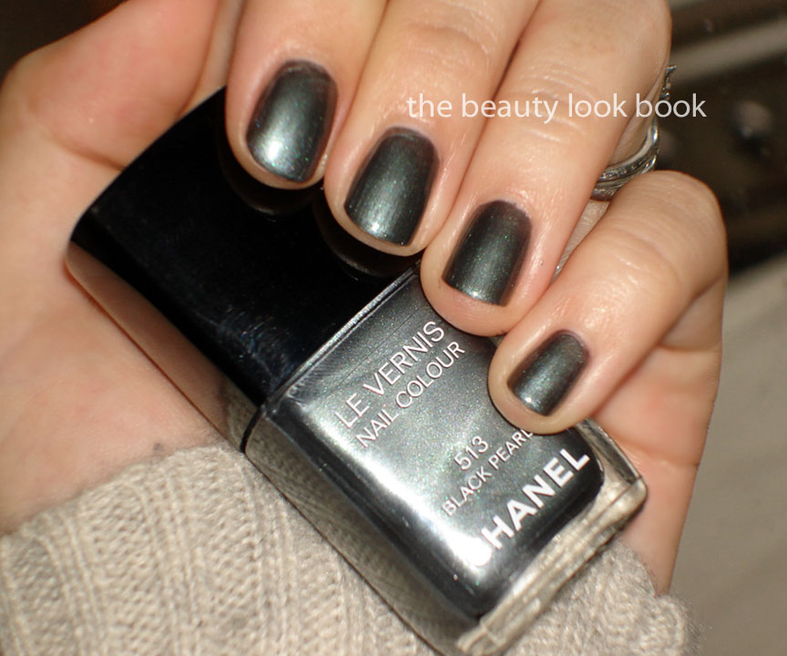 A Closer Look At Chanel Black Pearl 513 Le Vernis The Beauty Look Book