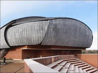 """Um dos """"cocoons"""" - auditórios de Renzo Piano, em Roma"""