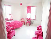 bright pinkpolka dot wallpaper