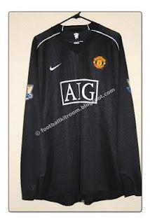 299e831a1 The Football Kit Room: 2007-08 Manchester United 3rd. Goalkeeper Kit