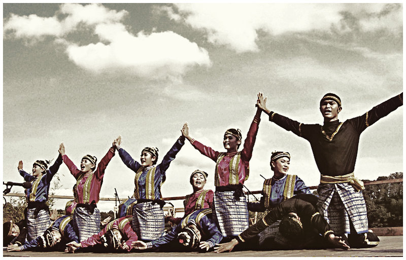 Saman Dance, Indonesian Traditional Dance from Aceh  The Power Of Indonesia