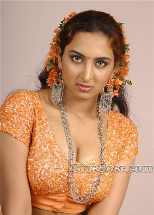 Vanitha Hot