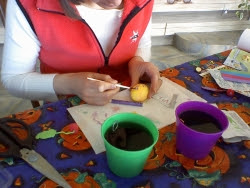 Lisa painting egg
