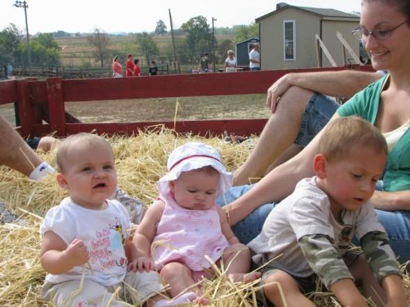 [kids+on+hayride.jpg]
