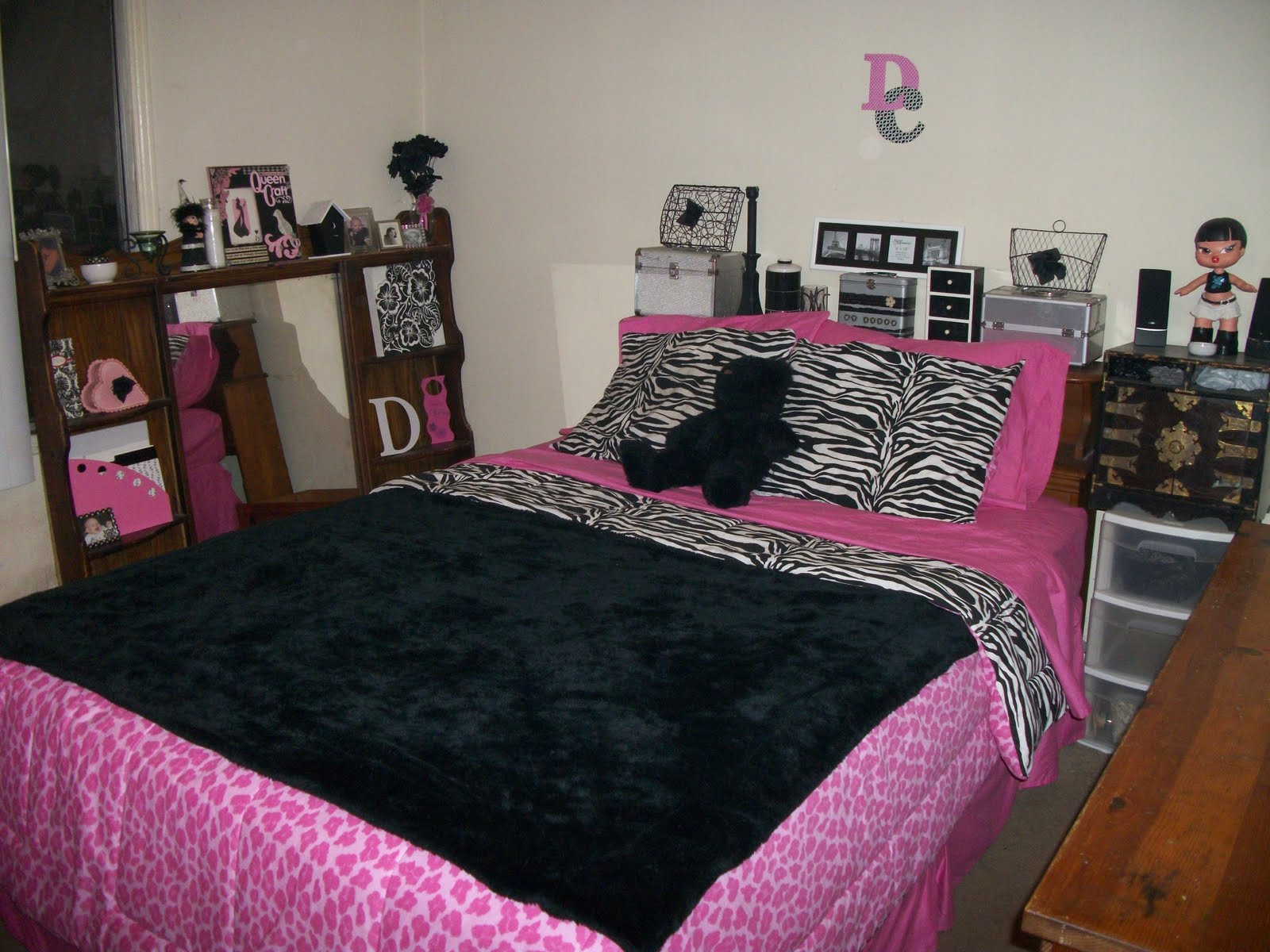 Home Design Black Pink White Bedroom