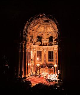 © German National Tourist Board. All Rights reserved Photographer Messerschmidt, Joachim Berlin: Christmas concert in the cathedral (Ensemble Classique: Hans Clarin, Munich Boys Choir)
