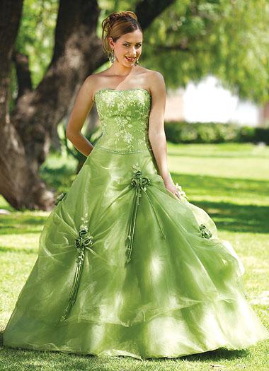 34dda1a8cd0c8 Yeşil straplez nişan elbisesi. Kabarık etekli straplez bayan nişan kıyafeti.