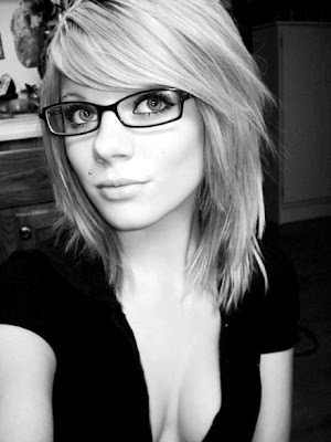 blonde emo hairstyle girl with great emo glasses, looks so cool!
