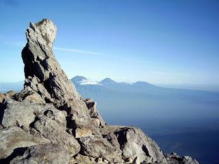 http://1.bp.blogspot.com/_9aiWmicu75I/TNe_cla1ZXI/AAAAAAAAARE/lNbmCarIaJo/s1600/panorama+dari+puncak+Garuda_defdd9.JPG