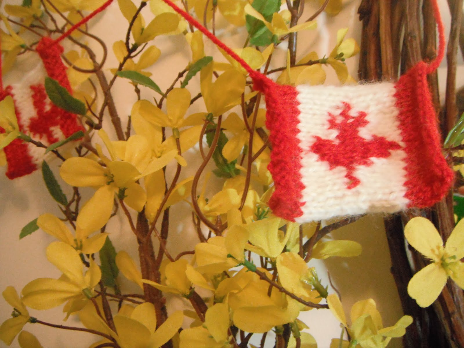 Honey Nutbrown S Knitting Canadian Flag Garland Pattern