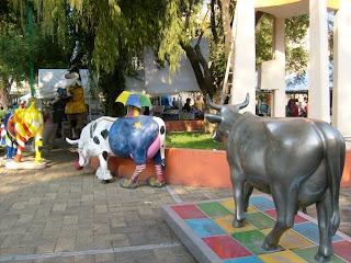 Vacas del Cow Parade Guadalajara, en las instalaciones del DIF de Guadalajara.