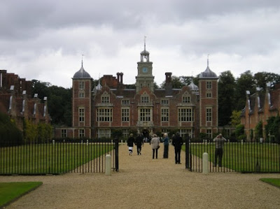 Blickling Hall - very popular even though it was a weekday at the end of September. Strangely the Buckinghamshire Arms pub opposite was very empty - they did not know what they were missing!