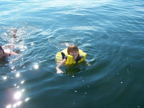 [Sara+swimming]