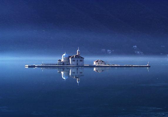 Isola della Madonna dello Scalpello nelle Bocche di Cattaro in Montenegro