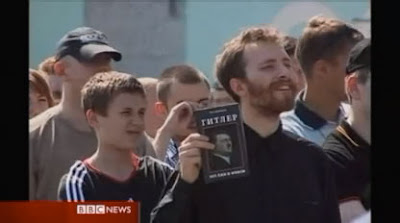 Moscow neo-Nazis taunting gay rights activists
