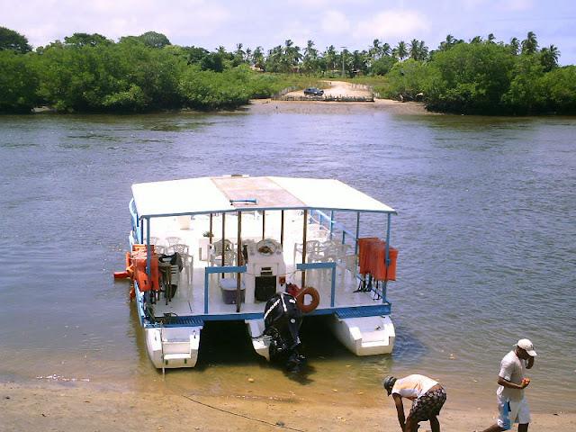 Catamarã no rio Ariquindá