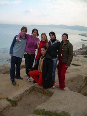 Algunos de los alumnos participantes en las tumbas 'fenicias'