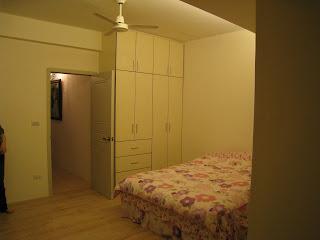 房間的雙人床