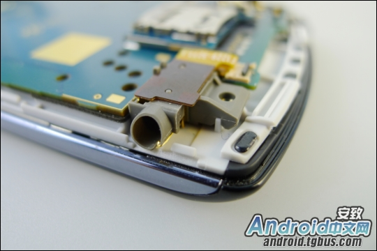 psphone_kotakubr13 Veja o Playstation Phone (Xperia Play) por dentro