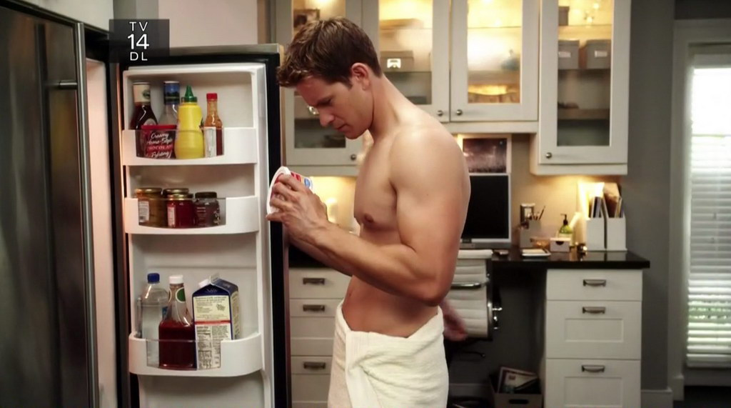 Bryce Johnson on Pretty Little Liars on s1e03 - Shirtless ...