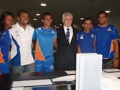Andre Brasil e atletas convidados ao lado de Arlindo Chinaglia - Presidente da Câmara