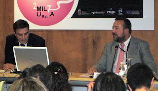 De izquierda a derecha, David Moreno, director de Nuevos Negocios y Alianzas de Vocento, junto con el presidente de la Asociación de la Prensa de la Región de Murcia, Juan Antonio de Heras