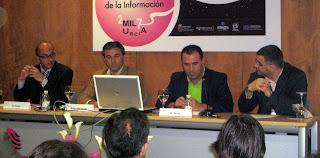 De izquierda a derecha, Manuel Ponce, director de El Faro, Antonio Semitiel, coordinador de contenidos digitales de La Verdad, y Rafael Torres, responsable de Recursos en la Red