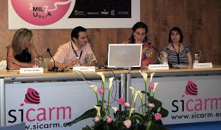 De derecha a izquierda, Catalina Delgado y Ana Bustamante, coordinadoras del proyecto Interaulas, junto a Pedro J. Navarro, Jefe de Prensa de la Comunidad Autónoma de la Región de Murcia