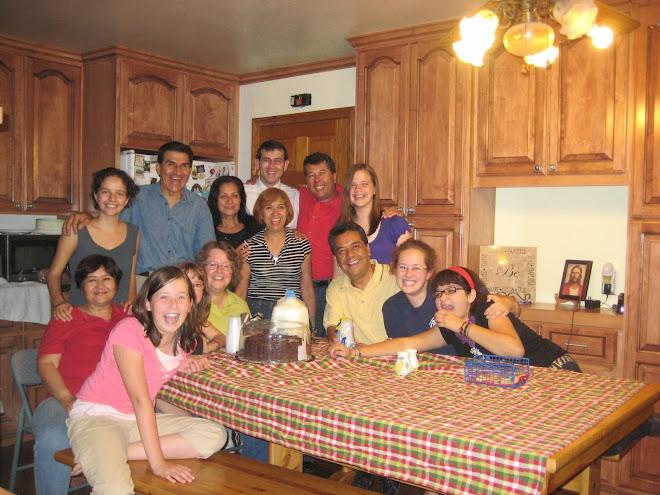 Family Gathering - Reunion Familiar