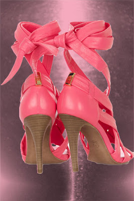 dc840036b45731 I ve always thought that strappy sandals that wrap around the foot are very  sensuous