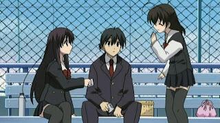 Makoto jugando a dos puntas