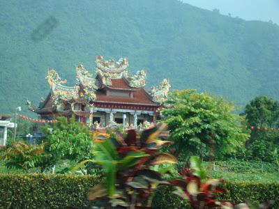 Hacia la tierra de los tres mil templos...
